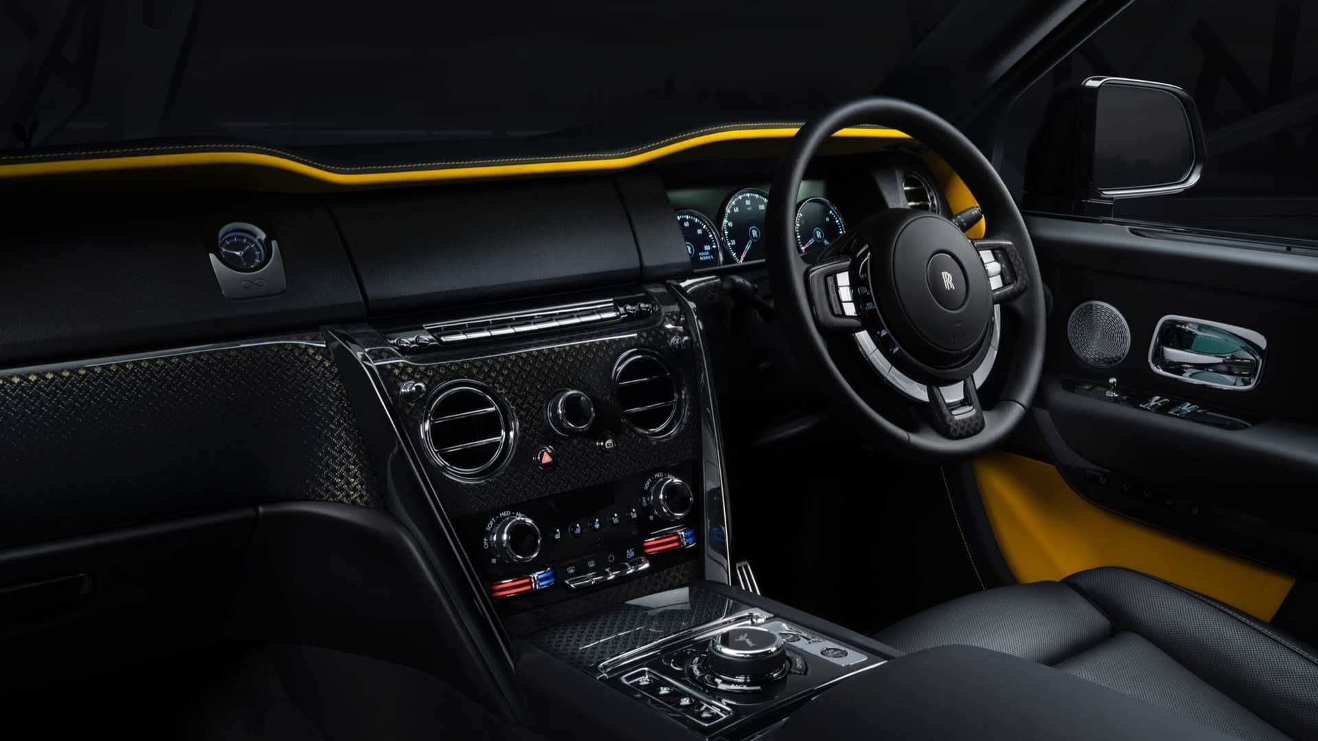 Three-dimensional carbon fibre on the centre console gives the interior a unique look.