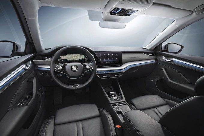 On the inside, Skoda has completely redesigned the dashboard with an infotainment system that measures between 8.25 inches and 10 inches - depending on the variant. There is also a 10.25-inch digital display behind the two-spoke steering. (Photo: Twitter/SkodaAutoNews)