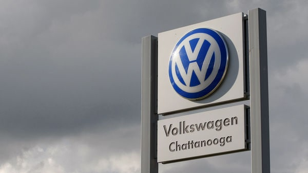 FILE PHOTO: Sign at the Volkswagen Chattanooga Assembly Plant in Chattanooga, Tennessee November 4, 2015. REUTERS/Tami Chappell/File Photo (REUTERS)