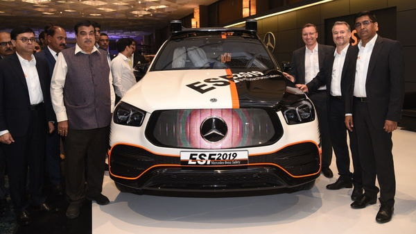 Nitin Gadkari, Minister for Road Transport and Highways, unveiled the Mercedes Benz ESF 2019. (HT Photo)