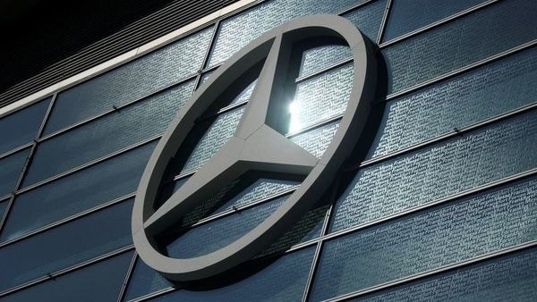 FILE PHOTO: The Mercedes-Benz logo is pictured at the 2019 Frankfurt Motor Show (IAA) in Frankfurt, Germany, September 10, 2019. REUTERS/Ralph Orlowski (REUTERS)