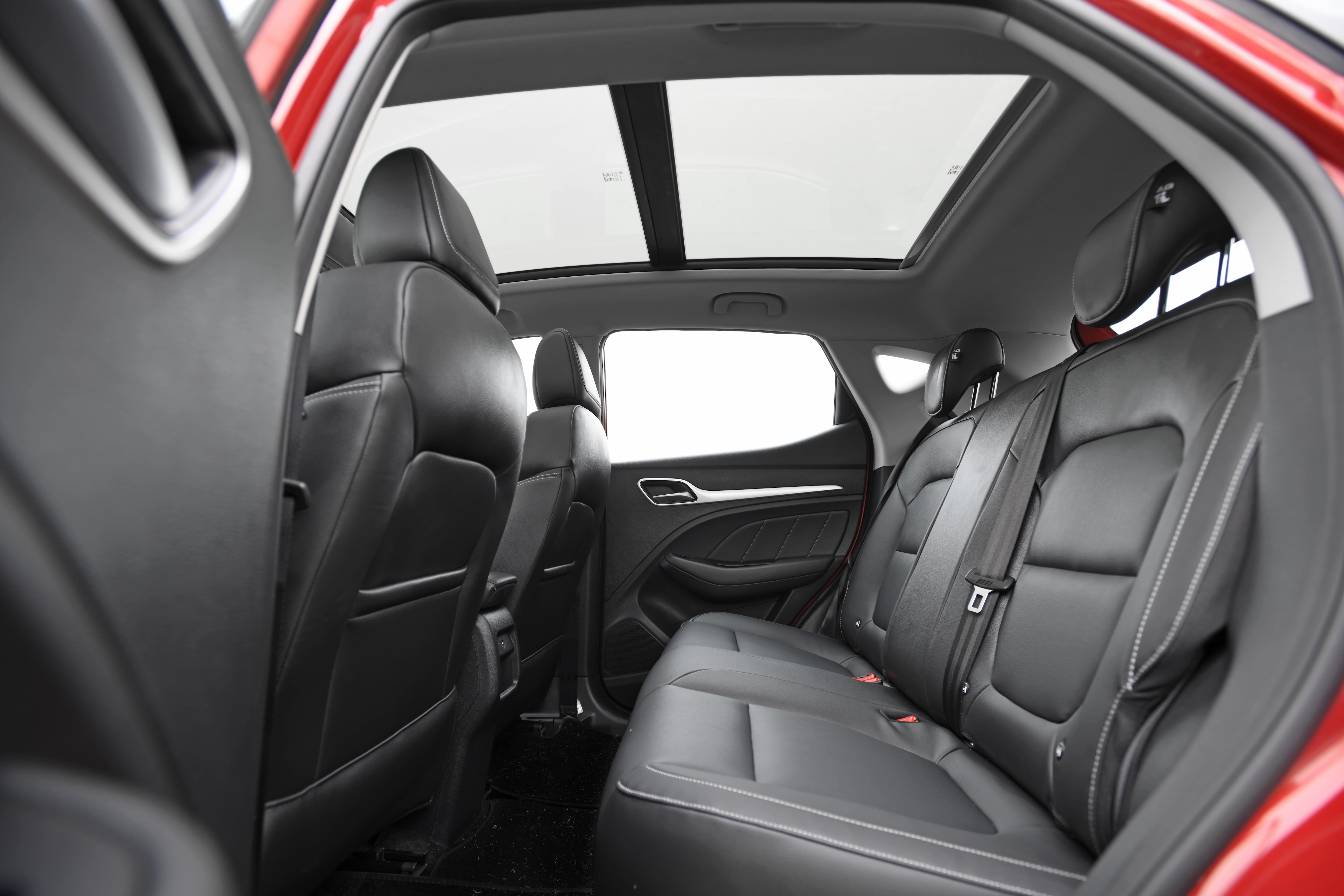 On the inside, there is a massive skyroof which covers 80% of the roof area. There is also a decent amount of space at the rear for three passengers, thanks to the fact that the front arm rest does not protrude much and there is hardly a hump on the center floor.