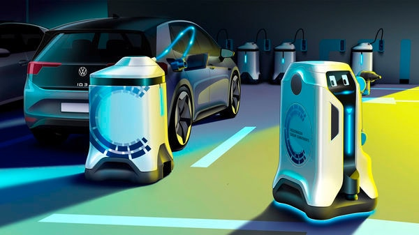 The mobile energy storage device stays with the car during the charging process. The robot uses this time to charge other electric vehicles. (Photo courtesy: Volkswagen)