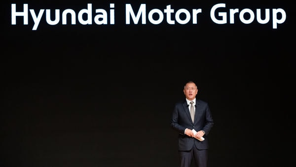 Euisun Chung, executive vice chairman of Hyundai Motor Co., speaks during a new year company meeting at the automaker's headquarters in Seoul, (Bloomberg)
