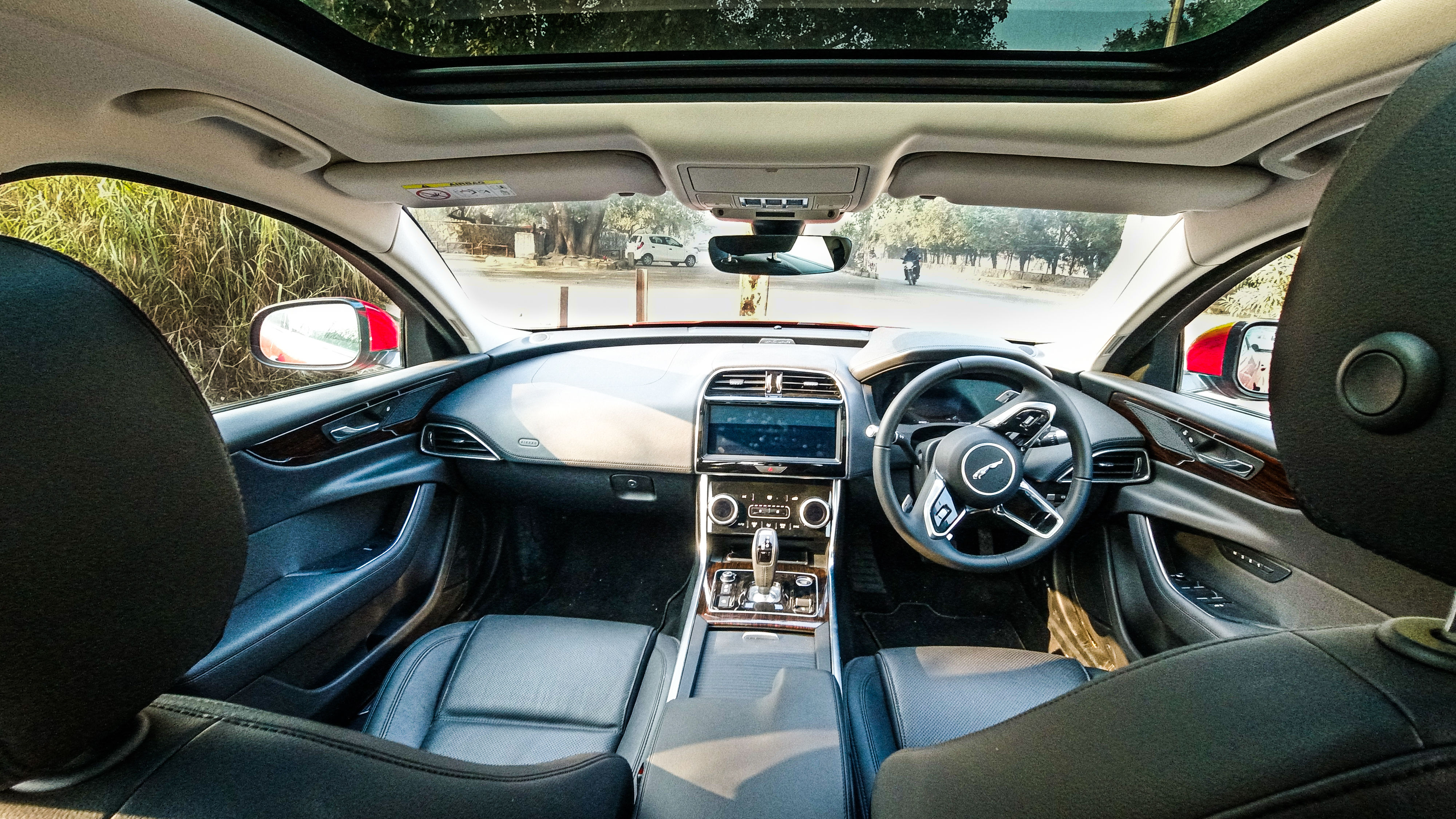The cabin of the XE 2020 is where the real change is at. If anyone ever complained that the XE was not luxurious enough will now have to sit inside to get a feel of it all. (HT Auto photo)