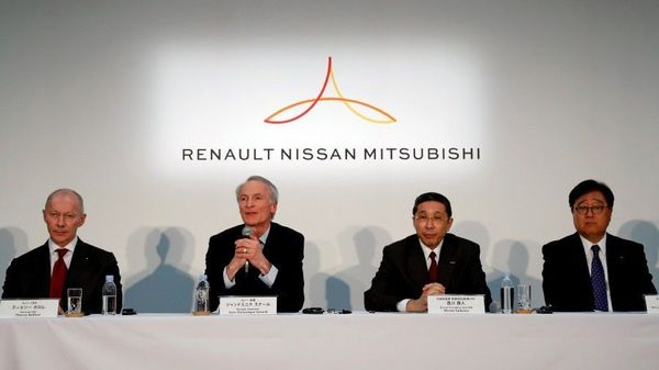 FILE PHOTO: Renault Chairman Jean-Dominique Senard, Renault CEO Thierry Bollore, Nissan CEO Hiroto Saikawa and Mitsubishi Motors Chairman and CEO Osamu Masuko attend a joint news conference in Yokohama, Japan. (REUTERS)