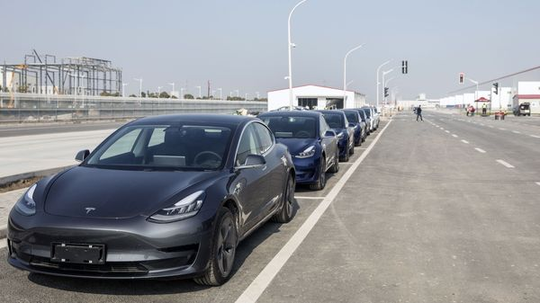 Tesla Inc. Model 3 vehicles sit parked at the company's Gigafactory in Shanghai, China, on Monday, Dec. 30, 2019. Tesla delivered its first China-built cars on Monday, a milestone for Elon Musk's company as it accelerates a push in the world's largest electric-vehicle market. Photographer: Qilai Shen/Bloomberg (Bloomberg)
