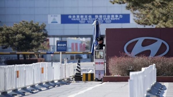 A security guard is seen at the main entrance of a plant of Hyundai Motor Co on the outskirts of Beijing, China January 25, 2019. REUTERS/Jason Lee/Files (REUTERS)