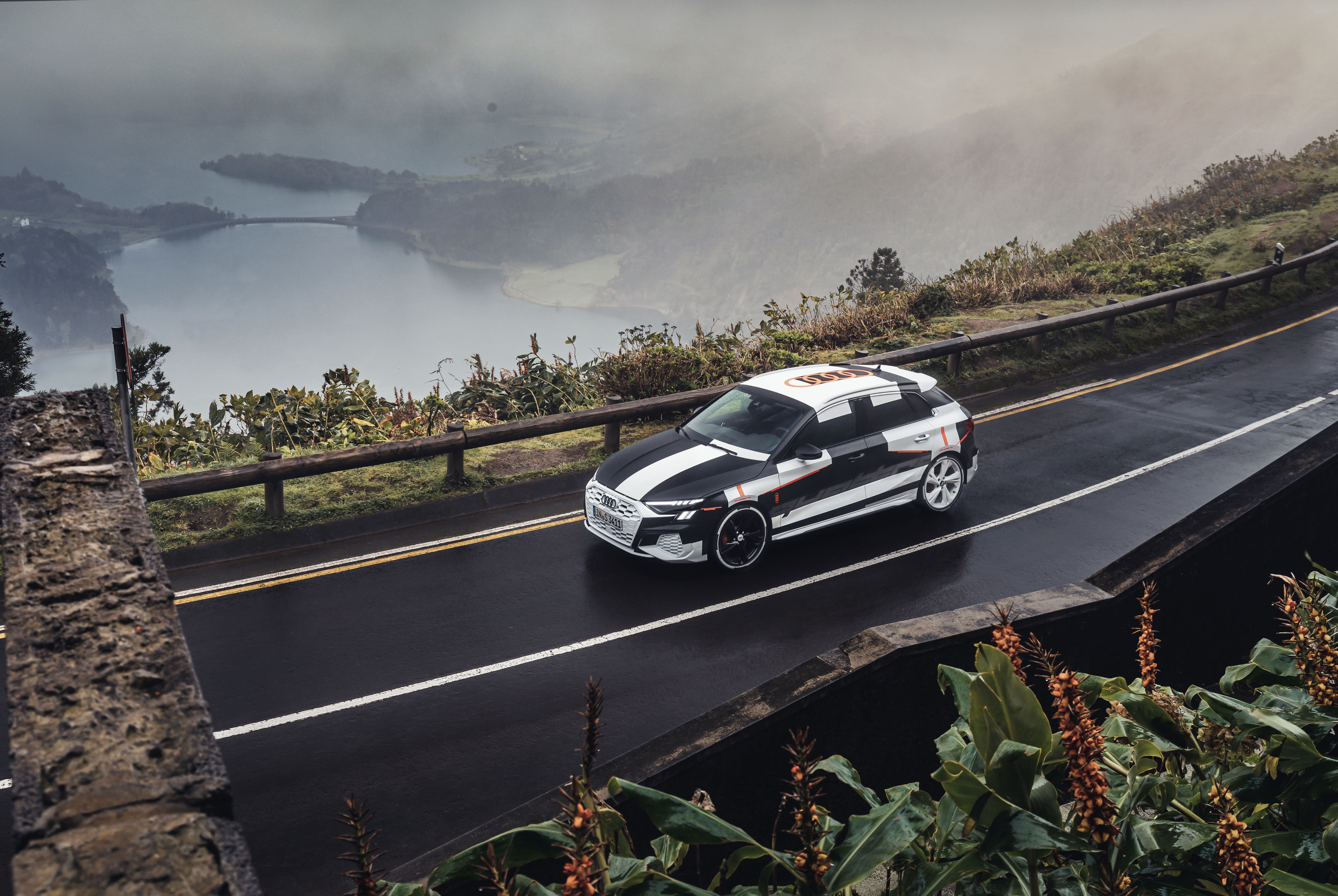 The progressive steering is equipped with a highly efficient electromechanical drive that outputs power only when it is needed. It works together closely with various assist systems, such as the adaptive cruise assist, the collision avoidance assist, and the park assist.