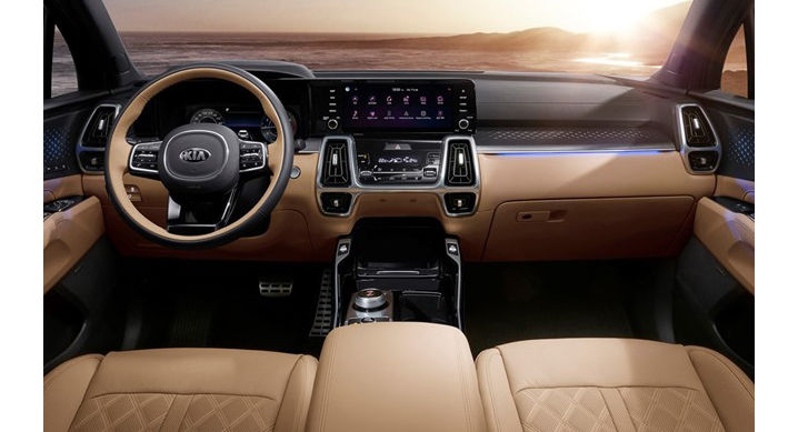 The Sorento comes with a 10.25-inch touchscreen infotainment system incorporating an audio-visual navigation.