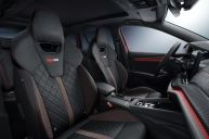 The sporty Octavia RS iV comes as standard with the sports seats and Alcantara cover on the dashboard. A 3-zone air conditioning system can also be selected to regulate the climate in the rear.