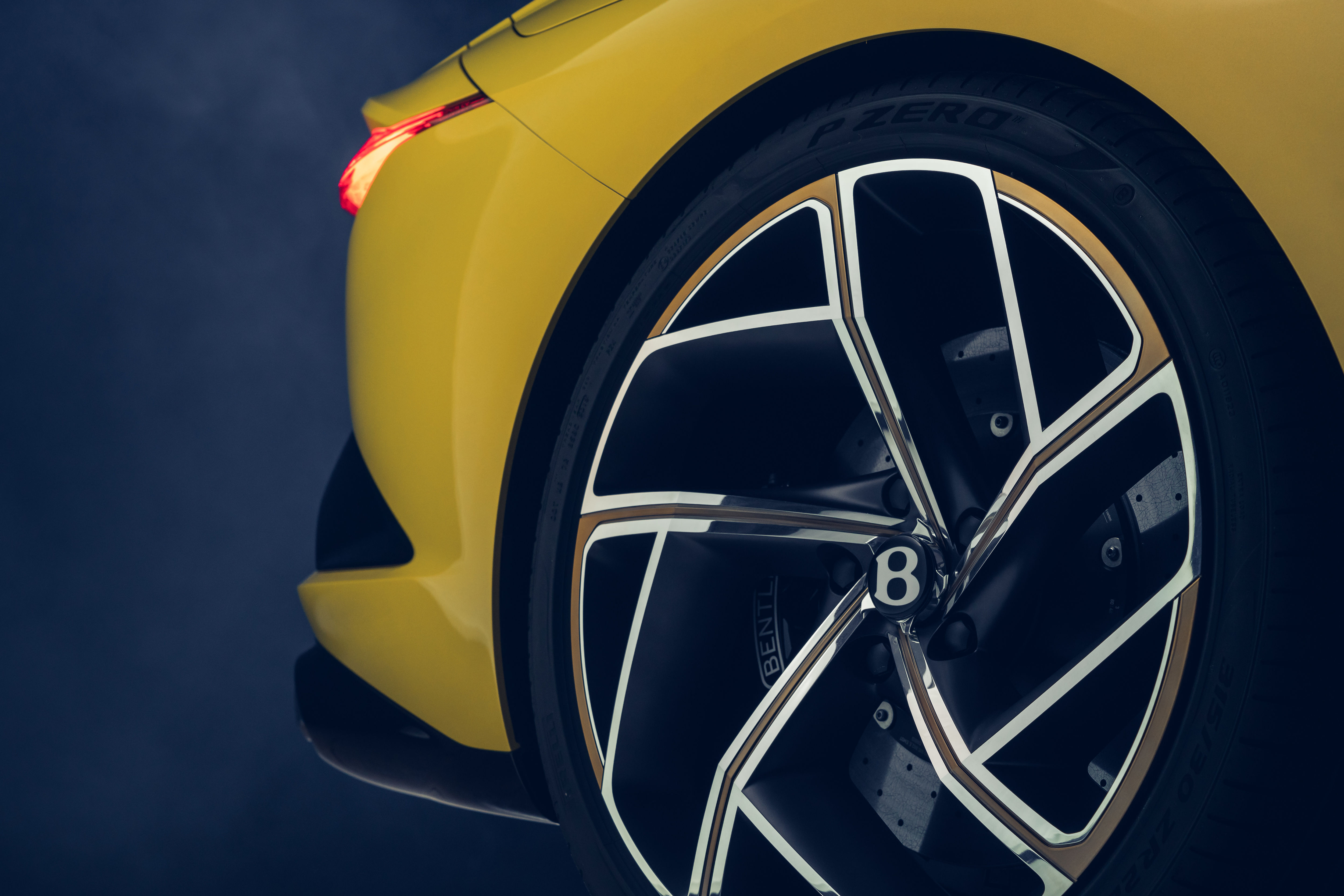 The Mulliner Bacalar has been differentiated from the Continental GT convertible by a rear track that measures 1,684 mm and some 22-inch wheels.