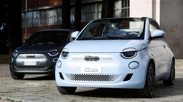 New Fiat 500 electric cars are displayed at a Fiat Chrysler event held to unveil its first electric model, in Milan, Italy. (REUTERS)
