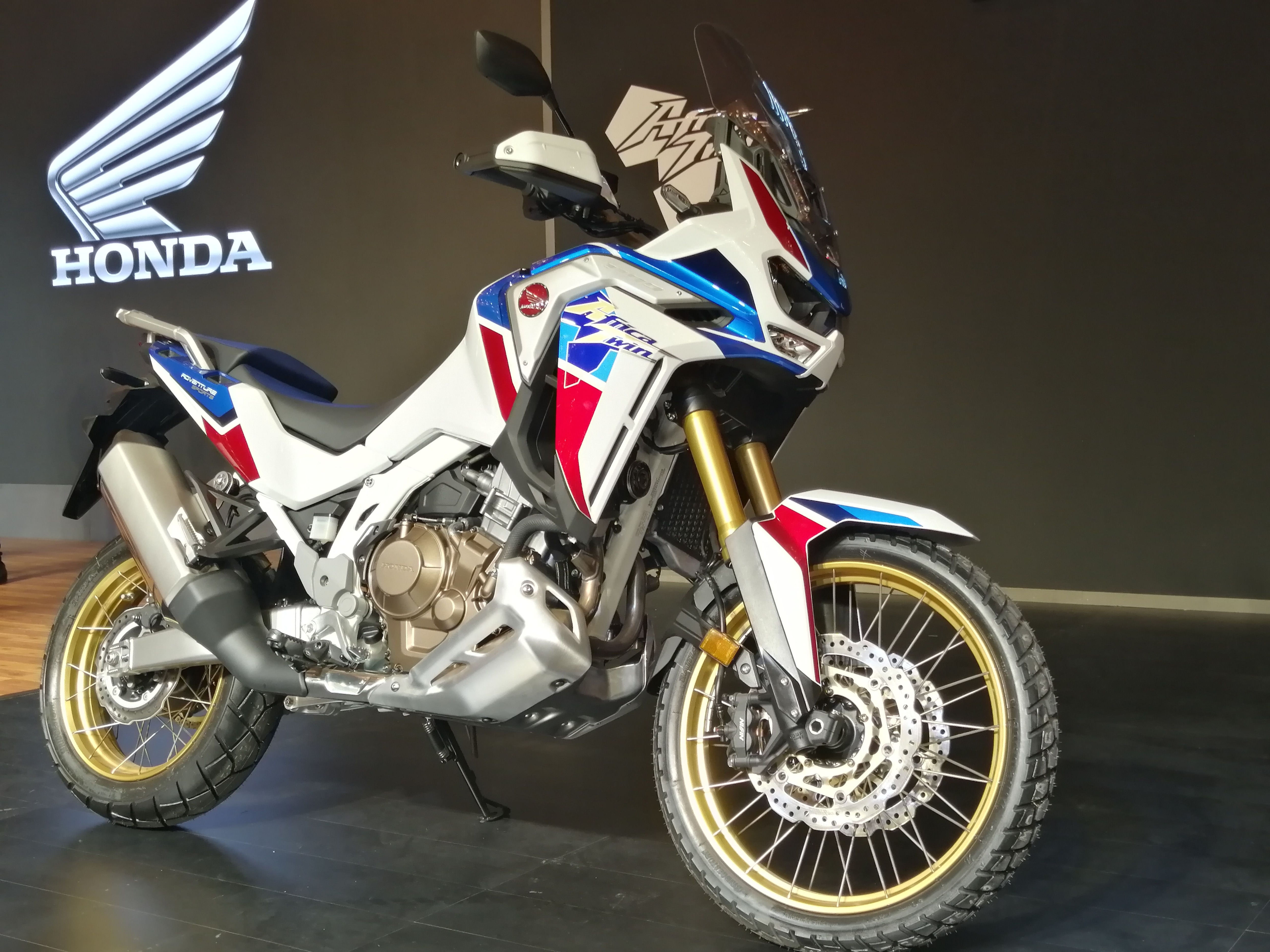 Honda has launched Africa Twin Adventure Sports 2020 in India. The prices start at  <span class='webrupee'>₹</span>15.35 lakh and extend up to  <span class='webrupee'>₹</span>16.10 lakh.