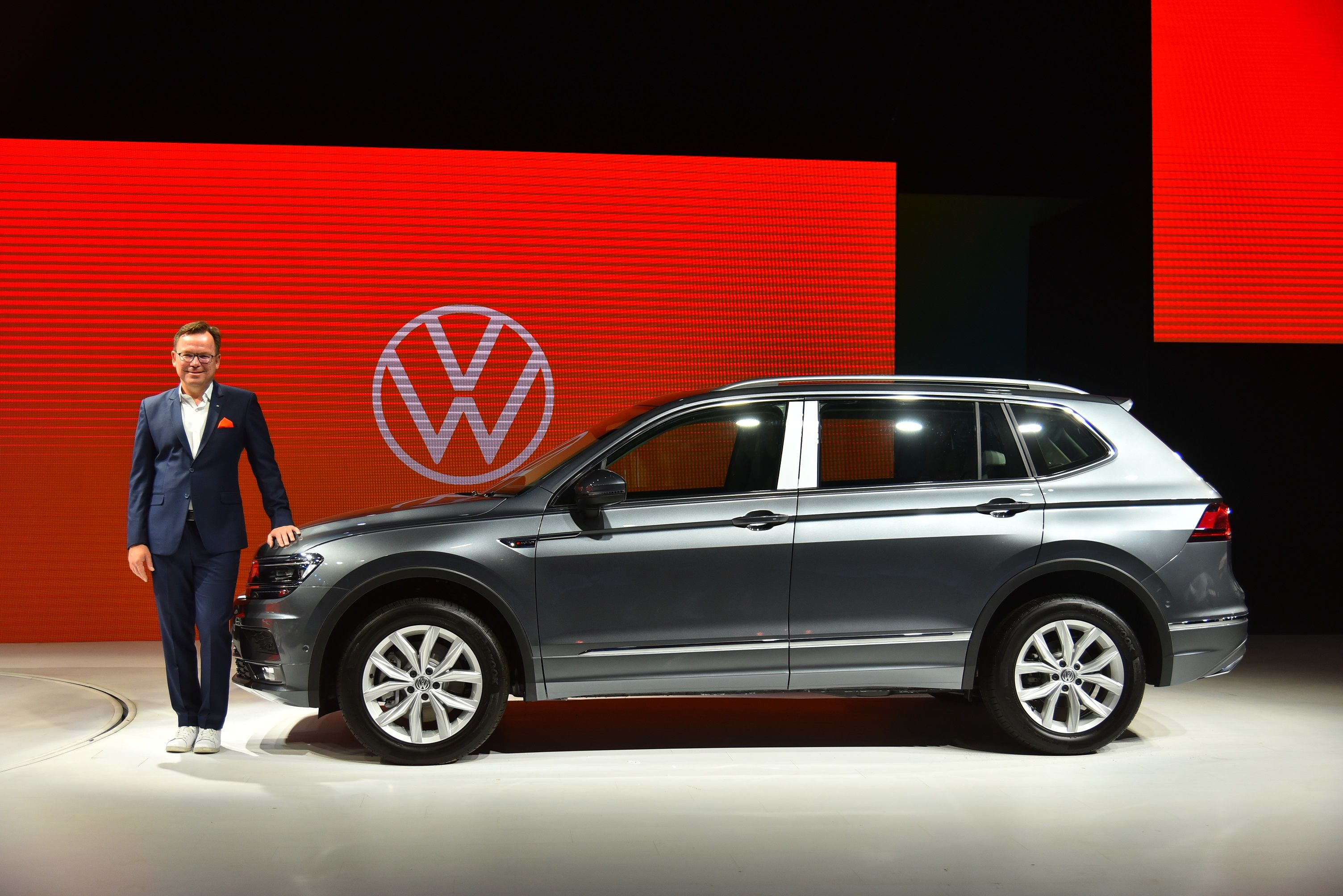 The Tiguan AllSpace SUV has a panoramic sunroof and new muscular dual-tone 17-inch alloy wheels.