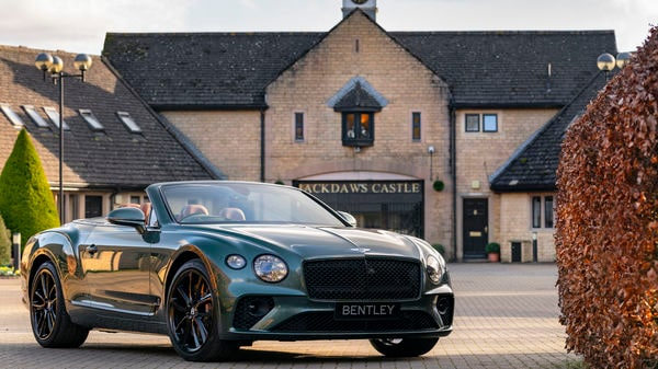 Photo of the GT convertible Equestrian edition in front of the Jackdaws Castle
