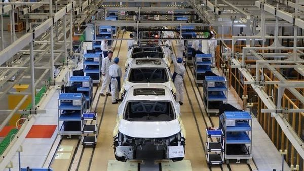 Workers are seen on the production line at Honda Motor's new joint venture plant with Dongfeng Motor Group in Wuhan. (REUTERS)