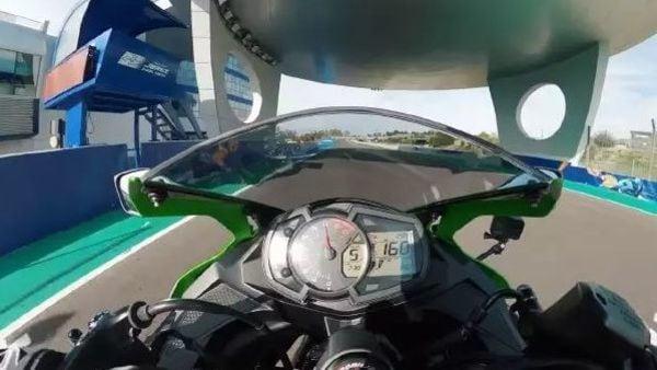 Kawasaki Ninja ZX-25 doing 160 km/hr in 5th gear at around 16,000 rpm.