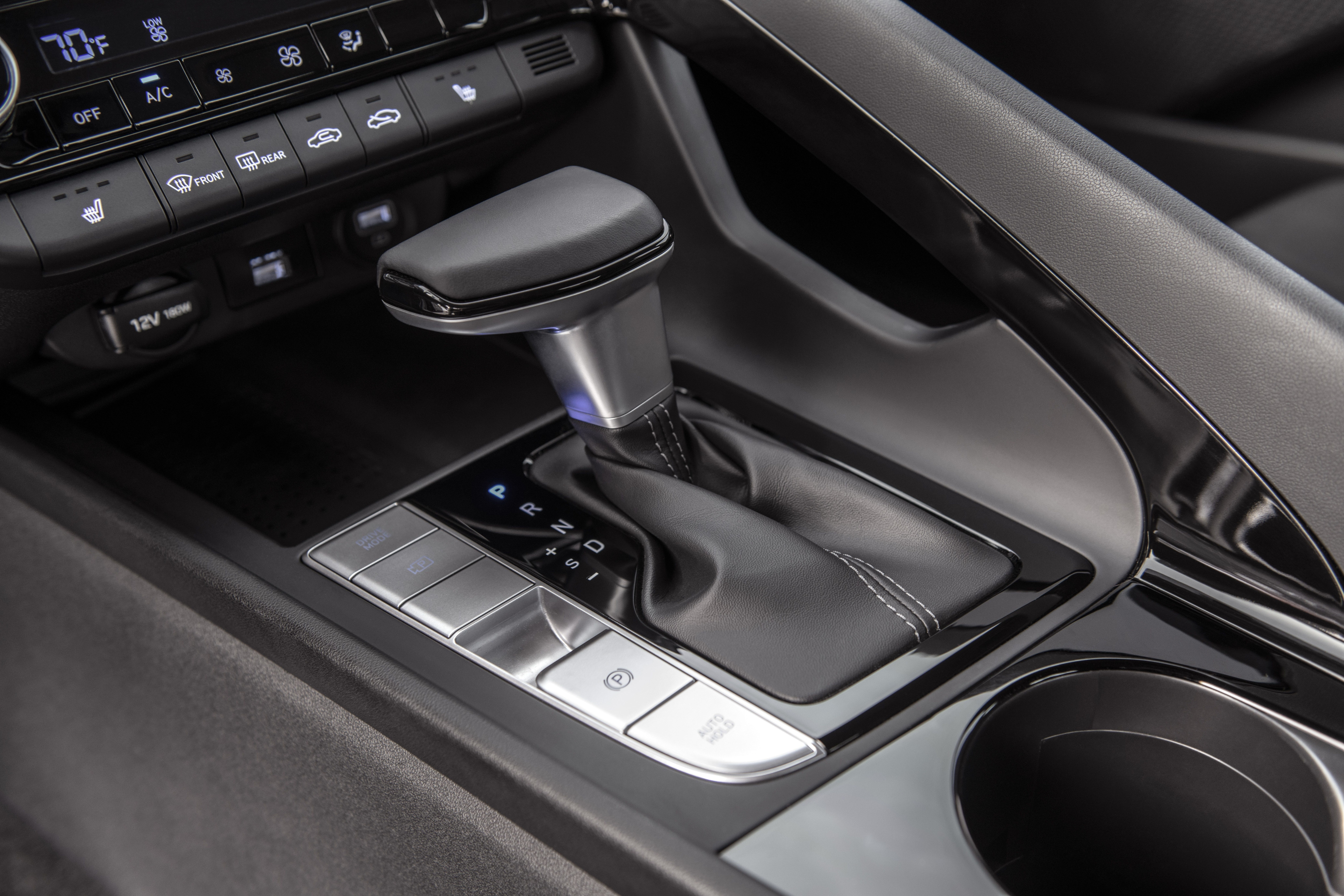 The new Hyundai Elantra's gearbox is equipped with a new shift control strategy that 'increases linearity between driver input, vehicle behaviour and acceleration'.