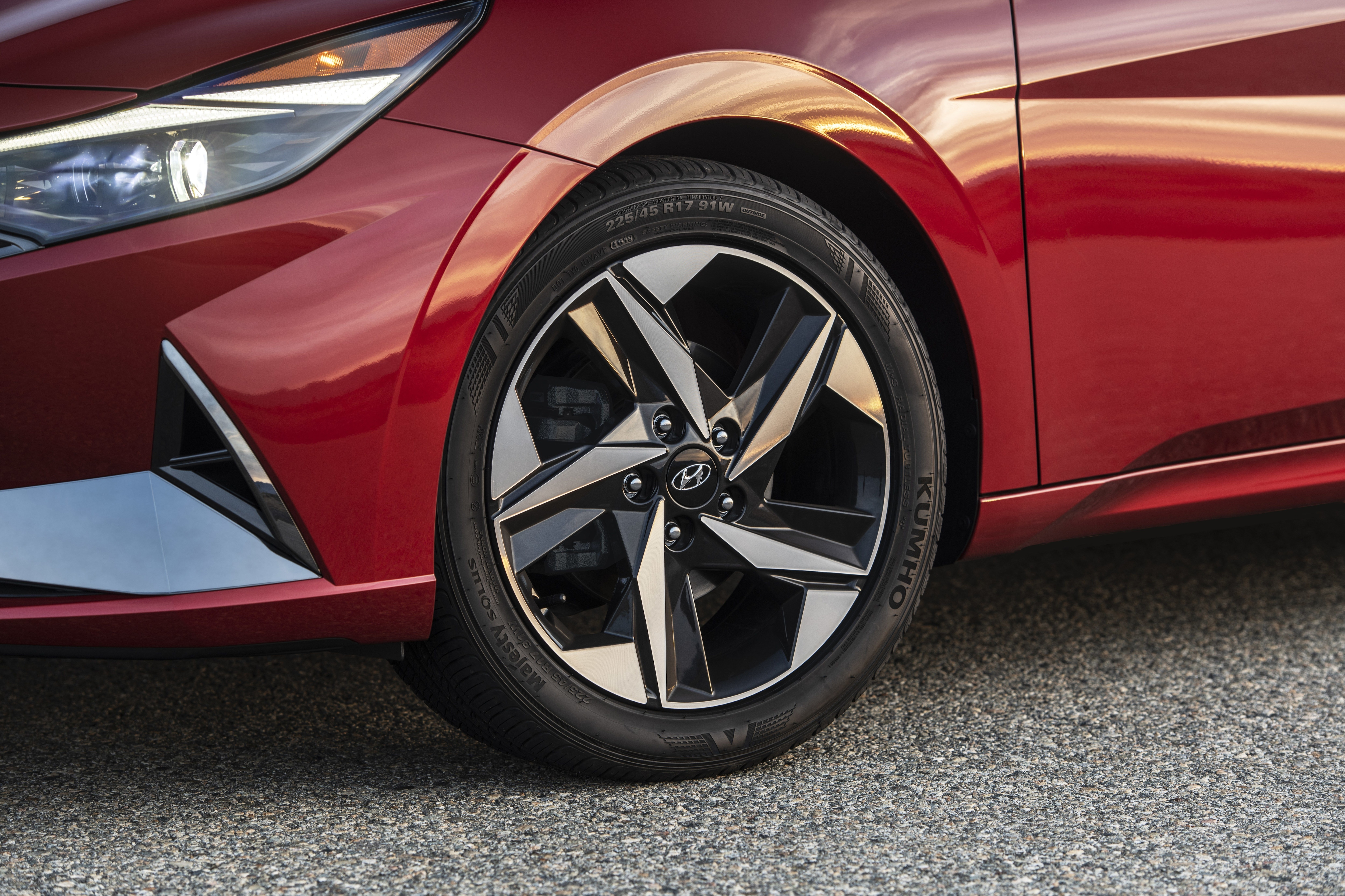 Compared to its predecessor, 2021 Elantra's wheelbase has been extended by 0.8 inches (20 mm) to 107.1 inches (2,720 mm) in total.