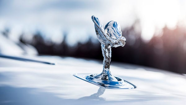 Logo of the Rolls-Royce on top of a car