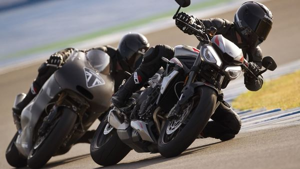 2020 Triumph Street Triple RS being chased by the Daytona 765R (prototype).