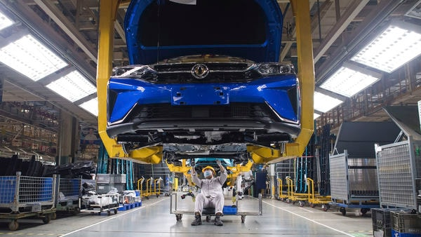 In this photo released by Xinhua News Agency, workers labor at an assembly line for Dongfeng Passenger Vehicle Company in Wuhan, in central China's Hubei Province, March 24, 2020. (AP)