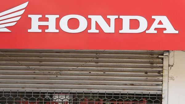A Honda two-wheelers shop is closed during a government-imposed nationwide lockdown as a preventive measure against the COVID-19 coronavirus, in New Delhi on April 3, 2020. (Photo by Prakash SINGH / AFP) (AFP)