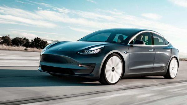 Tesla Model 3 (AP)