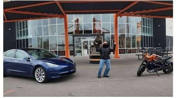 Tesla Model 3 (left) vs Harley-Davidson LiveWire (right)