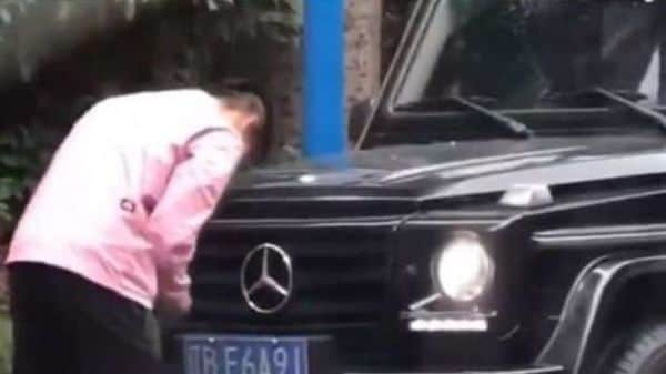 The video purportedly showing Yu Hanchao changing the number plate on his car has gone viral in China. (Screengrab from video posted on Weibo)