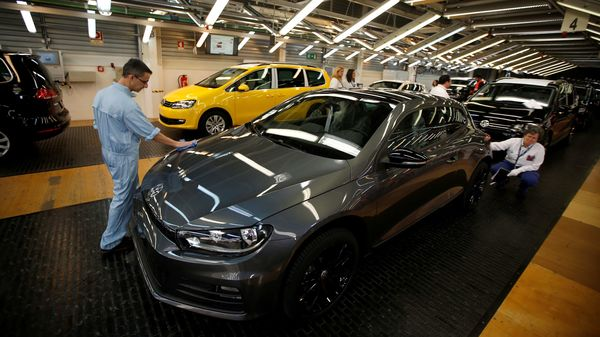 FILE PHOTO: Employees work on an assembly line at the Volkswagen car factory in Palmela, Portugal, December 9, 2016. Picture taken December 9, 2016. REUTERS/Rafael Marchante NO RESALES. NO ARCHIVES (REUTERS)