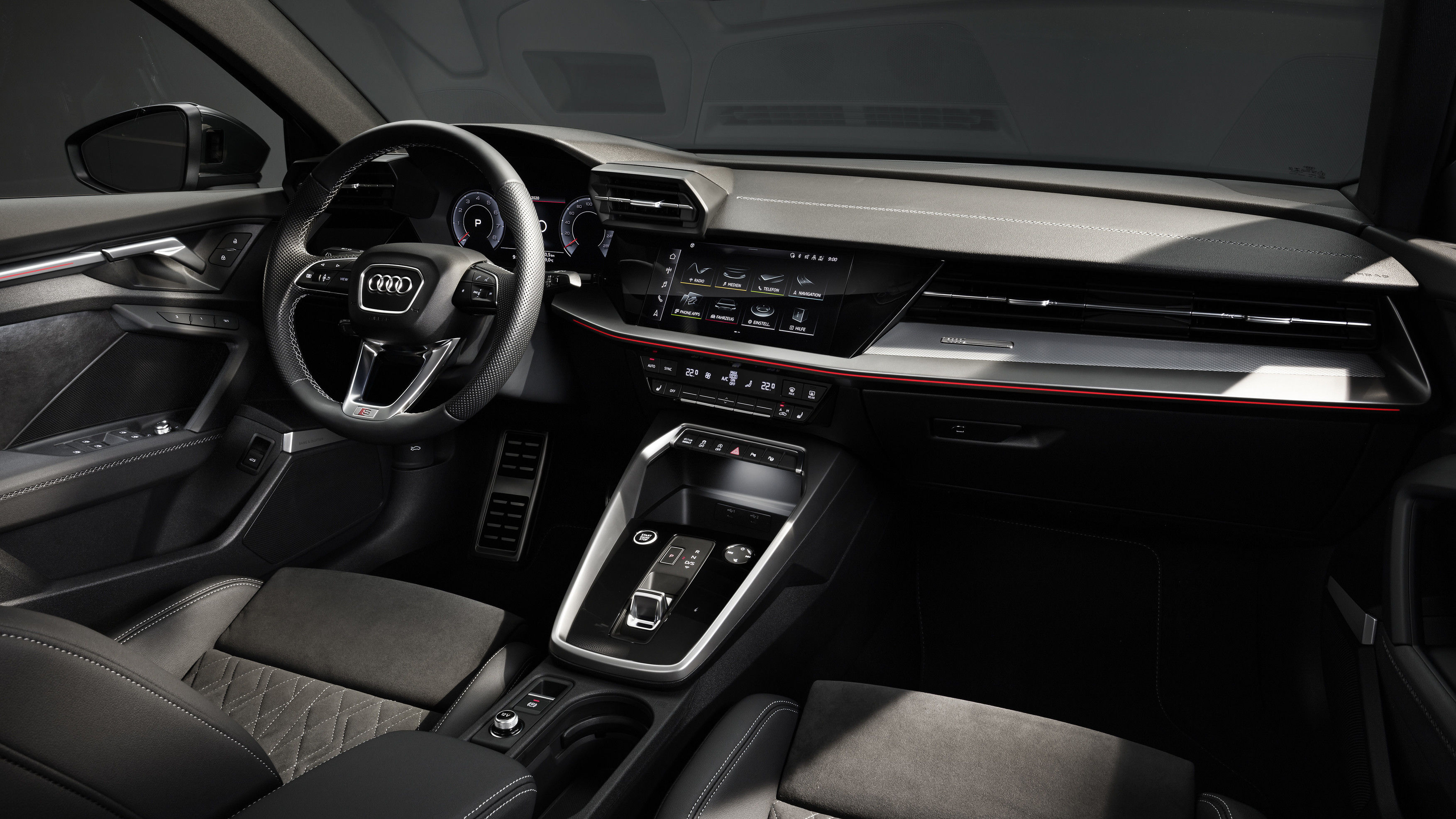 The cockpit of the new A3 Sedan is entirely focused on the driver. The instrument panel with the central MMI touch display also includes handwriting detection as well as natural language control that can optionally draw on the capabilities of the cloud.