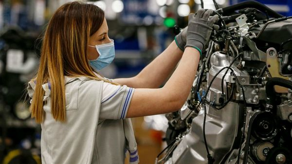 File photo: Fiat Chrysler's employee resuming work at the SEVEL (European Light Vehicle Company) car factory in Atessa, south of Pescara after the government laid out partial reopening plans, during the country's lockdown aimed at curbing the spread of the COVID-19 infection. (AFP)