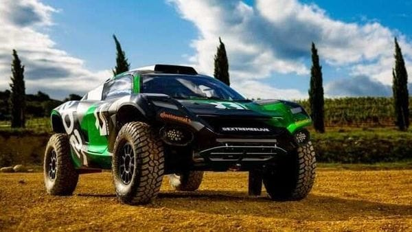 Eight teams would each have a male and female driver who will take turns at the wheel of their shared and identical 550 horsepower SUVs. (Photo courtesy: extreme-e.com)
