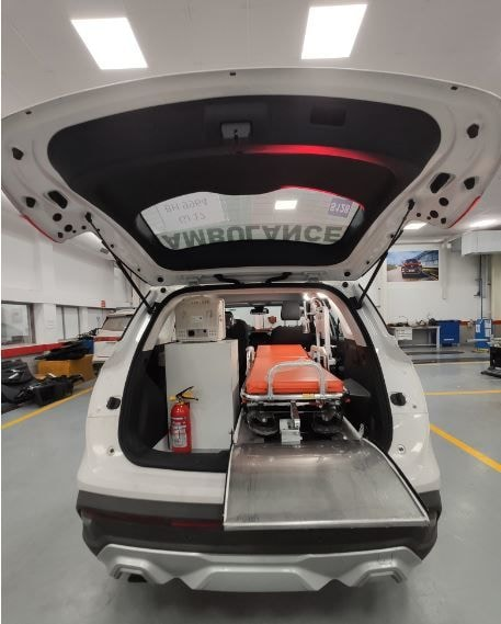 The converted Hector SUV comes equipped with an imported auto loading stretcher, an oxygen system with cylinder and a medicine cabinet with five-parameter monitor.
