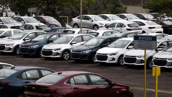 File photo: The US auto industry's annualized sales rate slowed to 8.6 million, according to Ward's Automotive Group. (REUTERS)