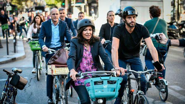 File photo: Mayor of Paris Anne Hidalgo (C) and Tony Estanguet (R), cycle in Paris. (AFP)