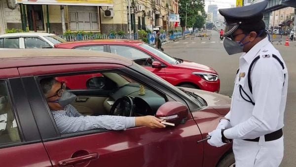 Large number of private vehicles were seen plying on the roads of state capital Kolkata and its adjoining districts on Tuesday. (Photo courtesy: Twitter/@KPTrafficDept)