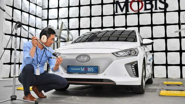 The system produces a sound outside of the vehicle so that pedestrians can sense an oncoming car that emits almost no noise. (Photo courtesy: Hyundai Mobis)