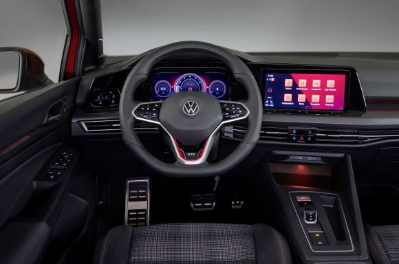 The new multi-function steering wheel incorporates an optional red app and the GTI symbol. The cabin features an 8.25-inch screen installed as standard while the 10-inch Discover Pro system is available as an optional extra for the most advanced expansion package.