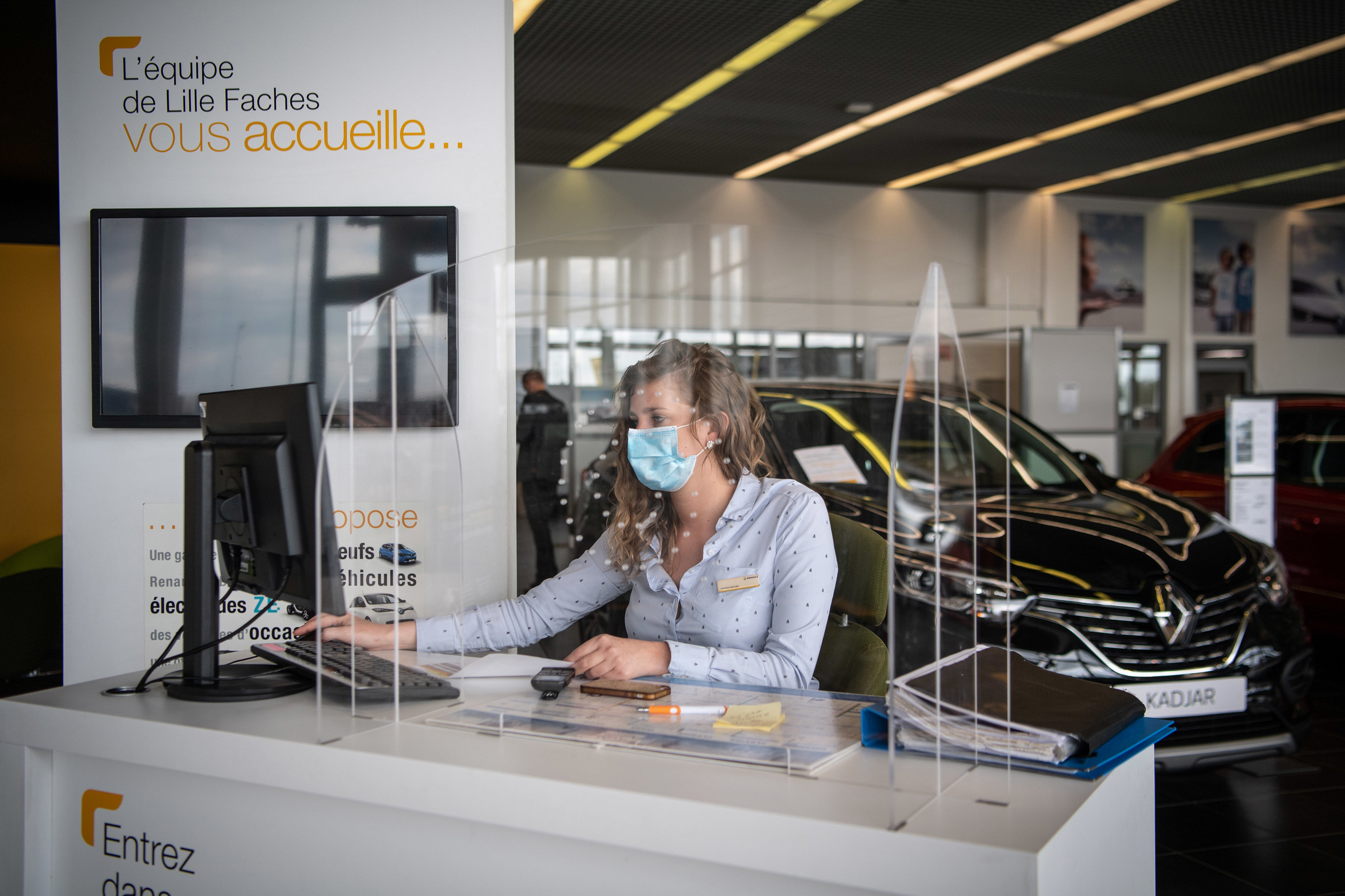 Deliveries of the new Triber AMT will start in the coming weeks. The company has also announced that the car is now available at the dealerships for test drives and customer experience. (File photo of a Renault showroom used for representational purpose). (Bloomberg)