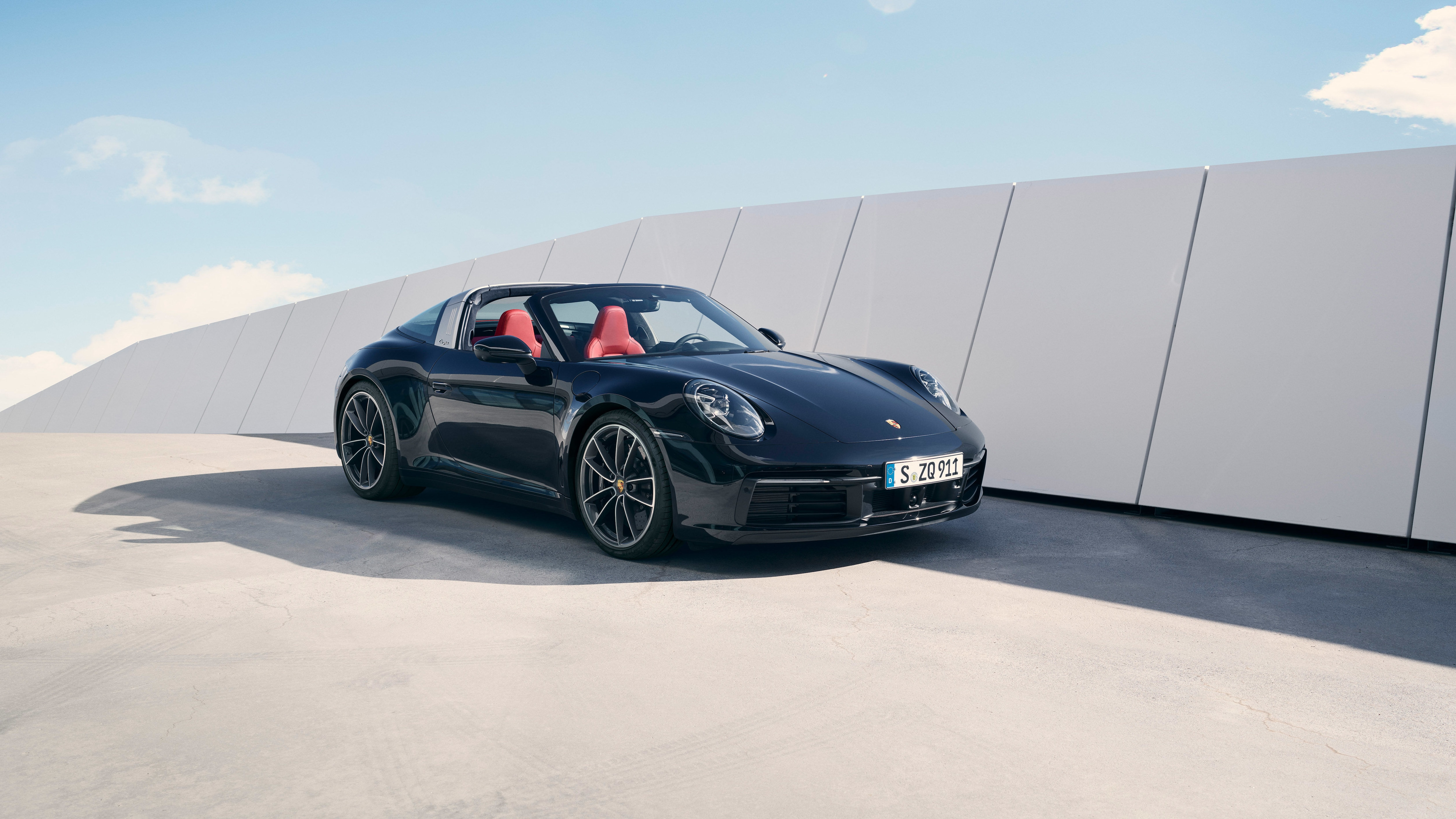 Compared to its predecessors, 911 Targa's body features significantly more pronounced wheel housings at the front.
