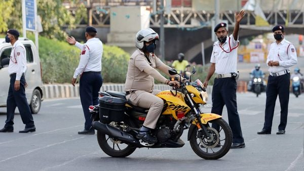 Delhi Traffic Police wearing protective masks monitor road conditions. (Bloomberg)