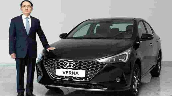 Hyundai has launched the new 2020 Verna sedan in the Indian market at  <span class='webrupee'>₹</span>9.30 lakh. The car now gets a dark chrome radiator grille at the front along with redesigned LED headlights.