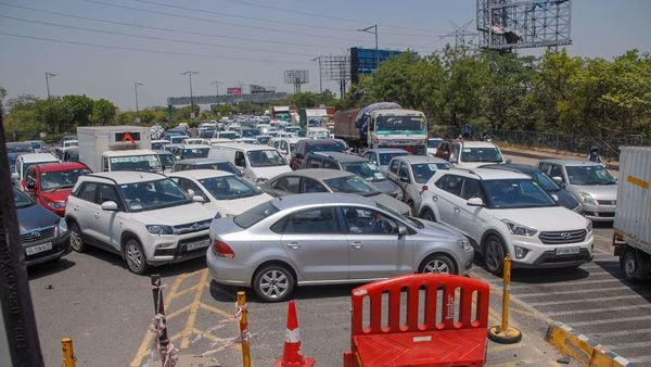 Heavy traffic jam at DND due to a check post set up by the administration during the nationwide lockdown against coronavirus. (PTI)