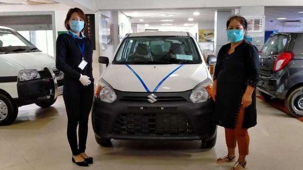 A customer receiving her new Maruti Alto as showrooms gradually resume operations. (Photo courtesy: Maruti Suzuki)