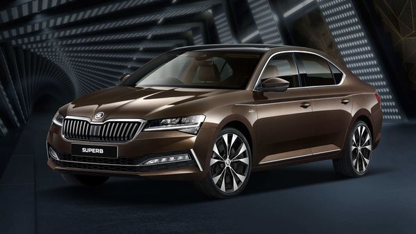 Skoda has launched the Superb facelift sedan at a price of  <span class='webrupee'>₹</span>29.99 lakh (ex showroom).