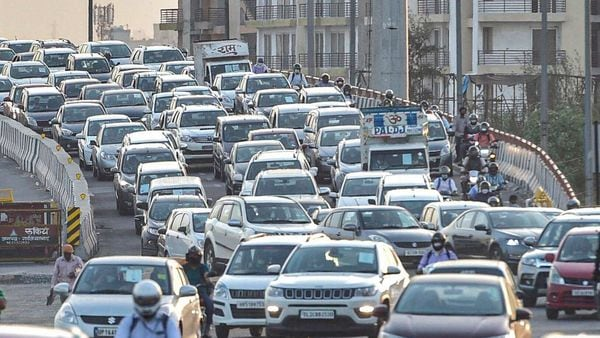 Ghaziabad district administration has released new set of rules for commuters who want to cross the border into Delhi, (PTI)
