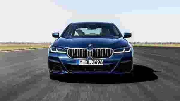 The 5 Series sedan gets new kidney grille and re-designed headlights. The traditional twin-kidney grille is now bigger and wider than before. The headlights are now standard adaptive LED units.
